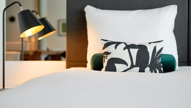 Business kamer bed close up-3